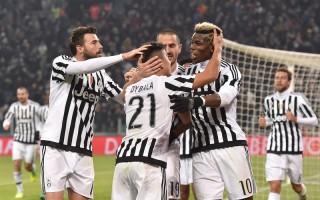 凭借迪巴拉(21号)的唯一进球,尤文图斯主场1-0小胜罗马。 (Valerio Pennicino/Getty Images)