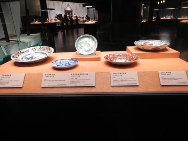 """在故宫南院博物馆2楼陶瓷展厅展出的国际借展""""扬帆万里-日本伊万里瓷器特展""""的瓷器。(蔡上海/大纪元)"""