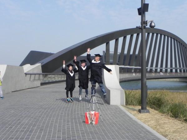故宫南院成为青年学子拍摄毕业照的著名景点。(蔡上海/大纪元)