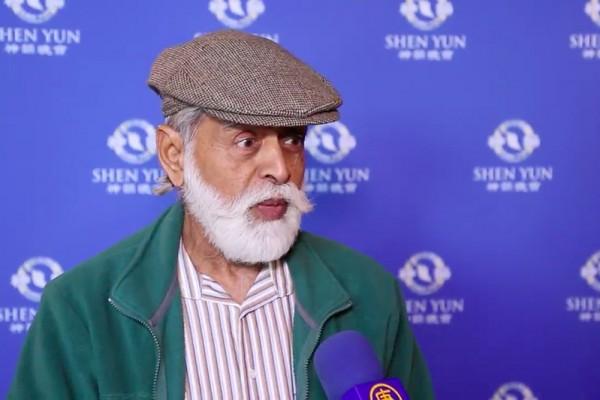 退休的风琴演奏家Sheel Palekar强烈认同神韵演出展示的理念。(新唐人电视台提供)