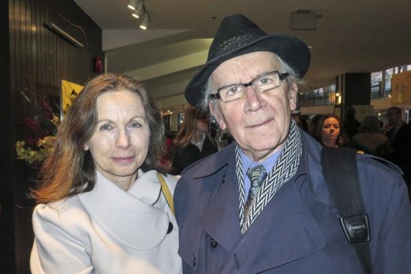 2016年1月24日下午,科学家Mark Jaworski(右)偕同太太Barbara Jaworski(左)一起观看了神韵世界艺术团在加拿大温哥华伊丽莎白女皇剧院的演出。(廖青/大纪元)