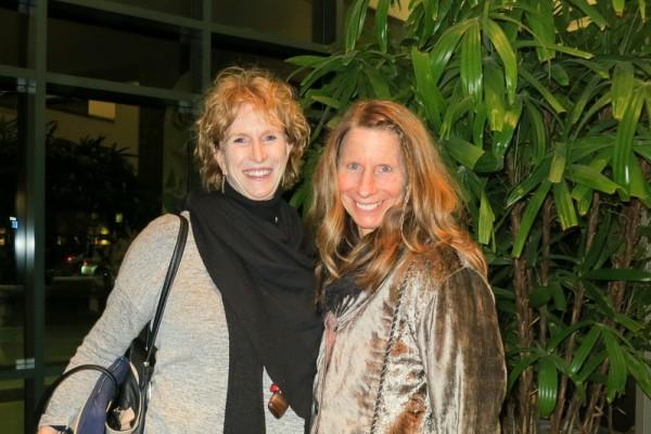Kim Przyborowski和好朋友Jeanne Barreira于1月26日在南卡罗莱纳州北查尔斯顿一起观看了神韵演出。(林南/大纪元)