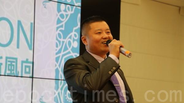 老爺兩茶葉公司劉充霈董事長分享他的製茶心得,也分享與大紀元合作的成功經驗。(莊宜真/大紀元)