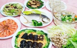 国健署表示,年菜多为高油、高脂、勾芡等,民众应慎选食材、自己动手做年菜。图为示范套餐。(陈柏州 /大纪元)