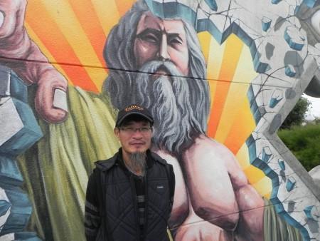 """""""好美3D海洋世界""""共有18幅作品,其中16幅为彩绘艺术大师曾进成老师〈如图〉所创作,他为好美里打造3D彩绘亮点,针对不同的环境融入创意元素,创造出国际上独一无二的3D彩绘。(蔡上海/大纪元)"""