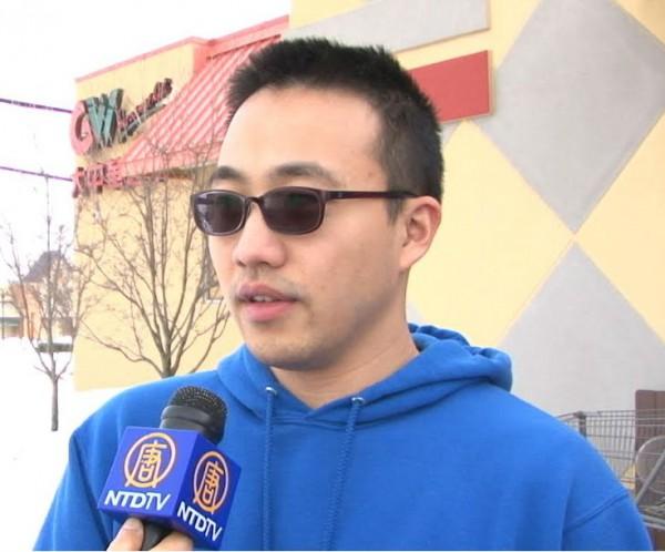 在喬治王子郡擔任教師的吳允倫先生自詡為「一生都會用日本車的日本車迷」。(新唐人電視台提供)