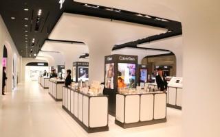 1月27日机场型免税店在三越银座百货开张,方便来日游客购物。(三越百货提供)
