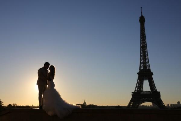 艾菲尔铁塔是法国浪漫地标。(LUDOVIC MARIN/AFP/Getty Images)