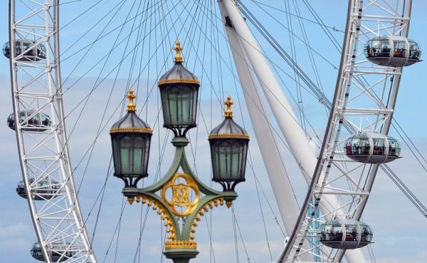 伦敦眼坐舱里伦敦市的重要景点饱览无遗。(MIGUEL MEDINA/AFP)