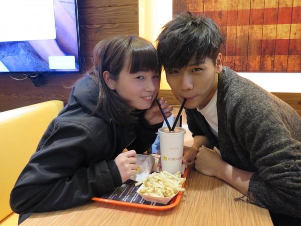 蔡旻佑(右)推出一日假男友活動,以回饋粉絲的熱愛。(一起娛樂提供)