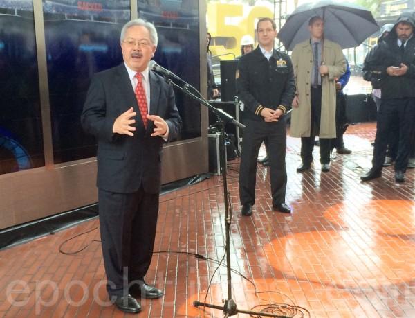 舊金山市長李孟賢表示,承辦超級碗50周年活動具有里程碑意義。(林驍然/大紀元)