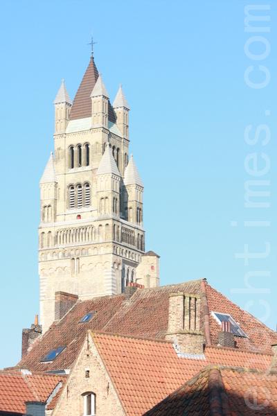 比利时布鲁日教区的主教座堂,建于10世纪。(章乐/大纪元)