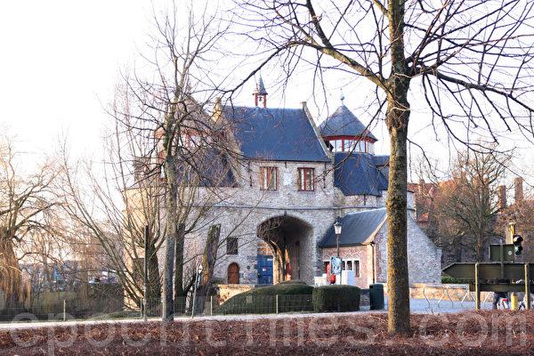 比利时布鲁日刻意维持其中世纪古城形象。(章乐/大纪元)