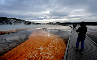 黄石公园的大菱镜泉(AFP PHOTO/Mark RALSTON)