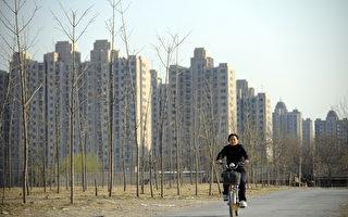 中共財政部、國家稅務總局、住房城鄉建設部2月19日聯合發佈《關於調整房地產交易環節契稅 營業稅優惠政策的通知》,旨在加速去庫存。(LIU JIN/AFP/Getty Images)