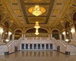 康州Waterbury的皇宮劇院(Palace Theater)是在州府註冊的國家級歷史古蹟。劇院內的裝潢設計主要是文藝復興流派,翻新後的劇院內部看上去更加富麗堂皇,既有著古老的歐洲皇室的氣派架構,又具備現代的技術設施,使所有現場觀眾有貴為皇族的感覺。(Palace Theater)(大紀元記者站)