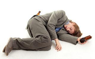 少年酗酒 恐永久傷害大腦(Fotolia)