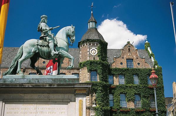 德国北威州首府杜塞尔多夫市政厅(杜塞尔多夫旅游局提供)