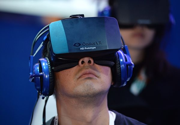 Oculus VR的穿戴式頭套。(ROBYN BECK/AFP/Getty Images)