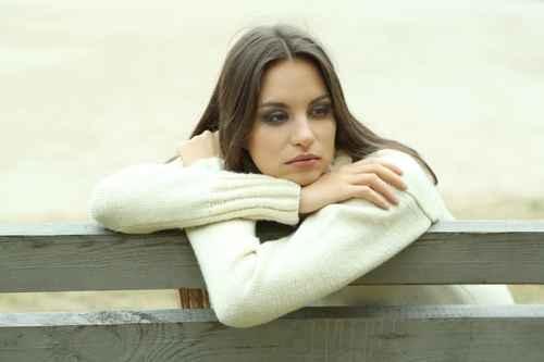 长期处于孤寂状态的人,身心健康会受影响。(fotolia)