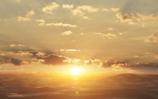 阳光烁金撒哈拉沙漠(fotolia)