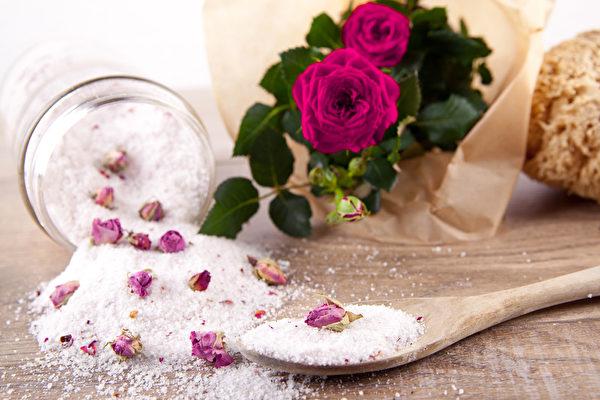 与玫瑰香味沐浴盐(fotolia)