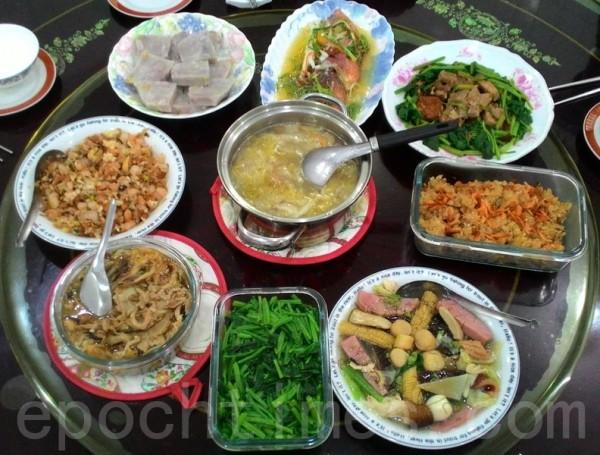 華人家庭除夕的年夜飯(大紀元資料圖片)