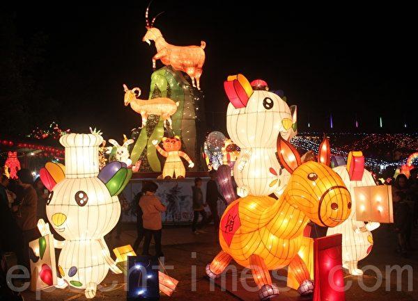 元宵節的燈,是節日的主角,有祭祀、敬神、驅邪、祈求光明之意。(黃淑貞/大紀元)
