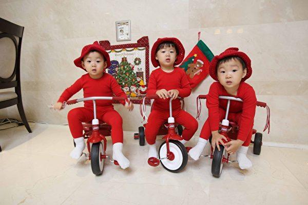 宋一國的三胞胎兒子「大韓、民國、萬歲」。(中天提供)
