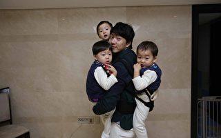 """宋一国与三胞胎儿子""""大韩、民国、万岁""""。(中天提供)"""