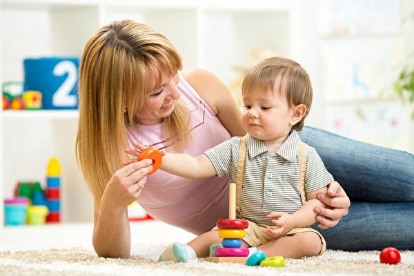 父母越表现出对孩子的爱,孩子的大脑发育得越好。(fotolia)