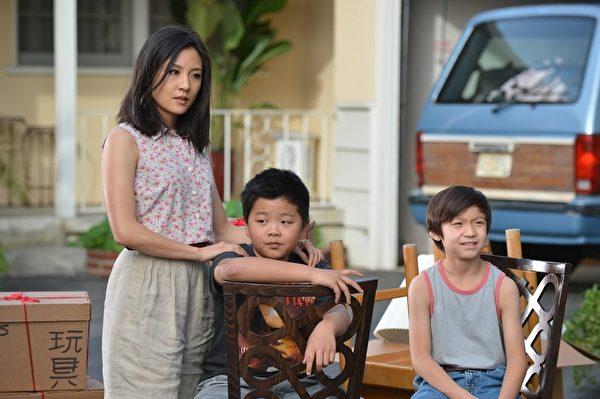 以台湾移民家庭为主角的《菜鸟新移民》剧照。(FOX提供)