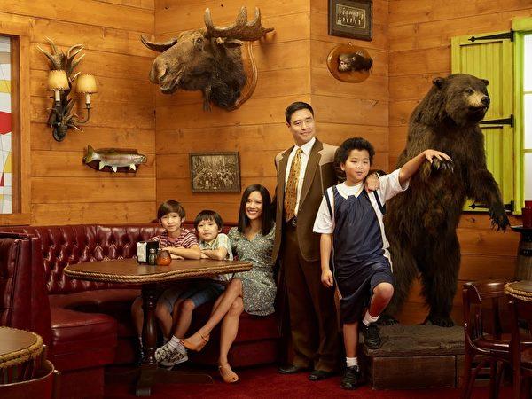 以台湾移民家庭为主题的《菜鸟新移民》剧照。(FOX提供)