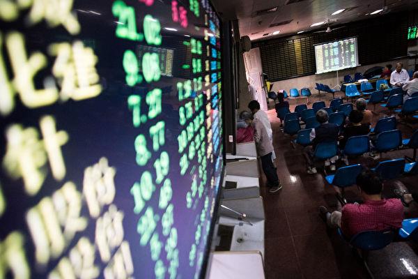 大陆A股市场近7年来累计减持近7000亿元人民币。(AFP PHOTO/JOHANNES EISELE)