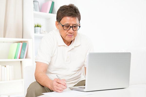 大家都知道坐太久對身體不好,現在新的研究指出,如果坐太久,可能罹患第二型糖尿病。(fotolia)