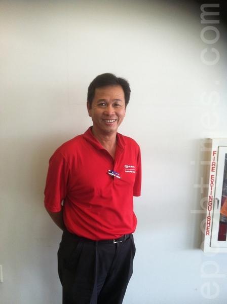 华人部门经理Sam陈。(大纪元)