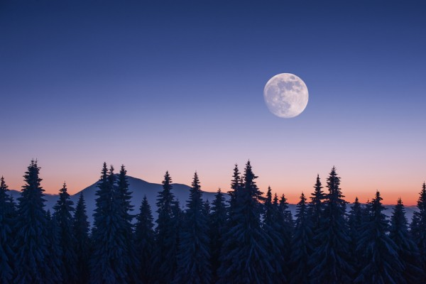 山中偶遇修凿月亮的仙人