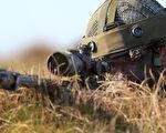 加拿大一名在伊拉克打击伊斯兰国(IS)的精锐部队狙击手远在3450米外,一枪击毙IS武装分子,打破纪录。图为狙击手示意图。(PETER MUHLY/AFP)