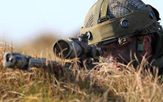 加拿大一名在伊拉克打擊伊斯蘭國(IS)的精銳部隊狙擊手遠在3450米外,一槍擊斃IS武裝分子,打破紀錄。圖為狙擊手示意圖。(PETER MUHLY/AFP)