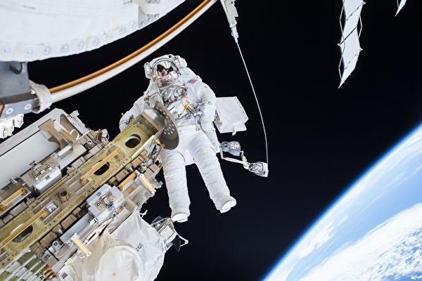 太空任务近1年创纪录 美太空人将返地球