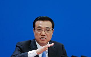 港媒报导称,面对官僚体制的死气沉沉和拖拖拉拉,李克强似乎越来越感到不满,他可能会更频繁地拍桌子,血压升高。(Lintao Zhang/Getty Images)