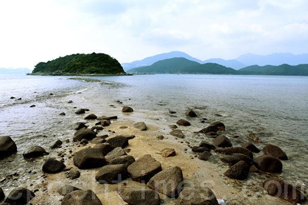 桥咀洲毗邻桥头岛是由一条250米长的连岛沙洲连接起来的。(孙明国/大纪元)
