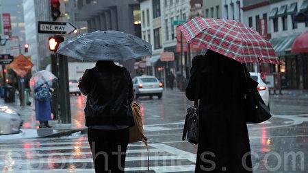 2015年10月开始的冬季,旧金山阴雨绵绵,雨量超过历年平均,但2月以来却很少降雨。(刘义/大纪元)
