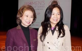 图:赵小兰(左)和国泰银行资深副总裁、美南工商妇女会前会长陈明华。(易永琦/大纪元)