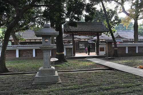 嘉义市史迹资料馆大门,内为昔日的嘉义神社社务所及斋馆。 (图片提供:tony)