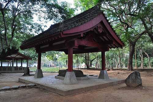 手水舍:参拜神社时,信众用以洁净手口的场所。 (图片提供:tony)