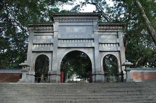 忠烈祠牌楼,昔日神社鸟居拆除后改建。 (图片提供:tony)
