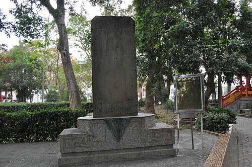 孔庙前的古碑:重修文庙碑记(嘉庆二十年,公元1815年。) (图片提供:tony)