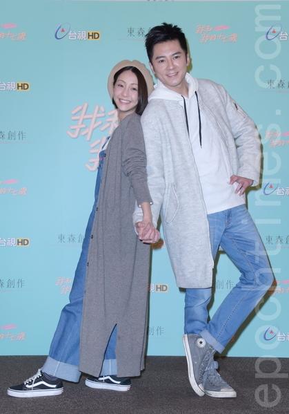 《我和我的十七歲》於2016年2月2日在台北舉行開鏡。圖左起為謝欣穎、李國毅。(黃宗茂/大紀元)