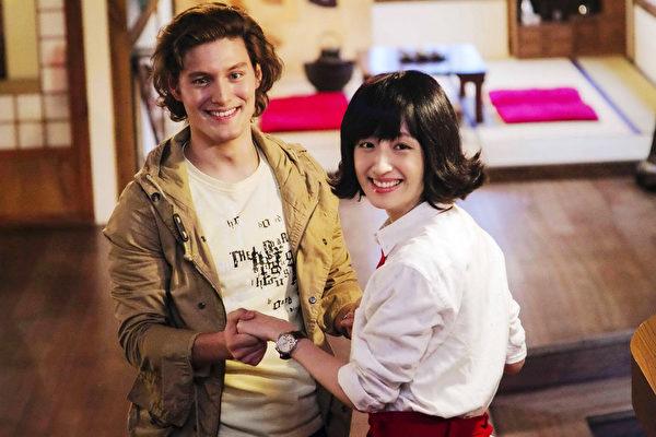 《五星级鱼干女》由周华健之子周厚安(左)与柯佳嬿联手主演,很有新鲜感。(海鹏提供)